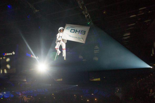Ein schwebender Astronaut lieferte die Startschusspistole