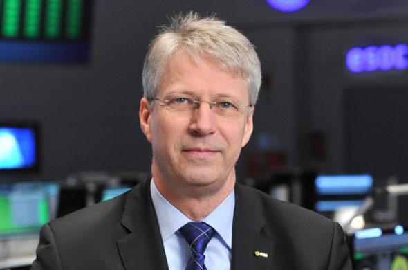 Astronaut Thomas Reiter schießt die 54. SIXDAYS an